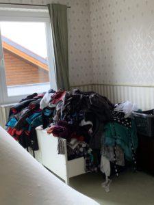 Alle Kleidung auf einen Haufen